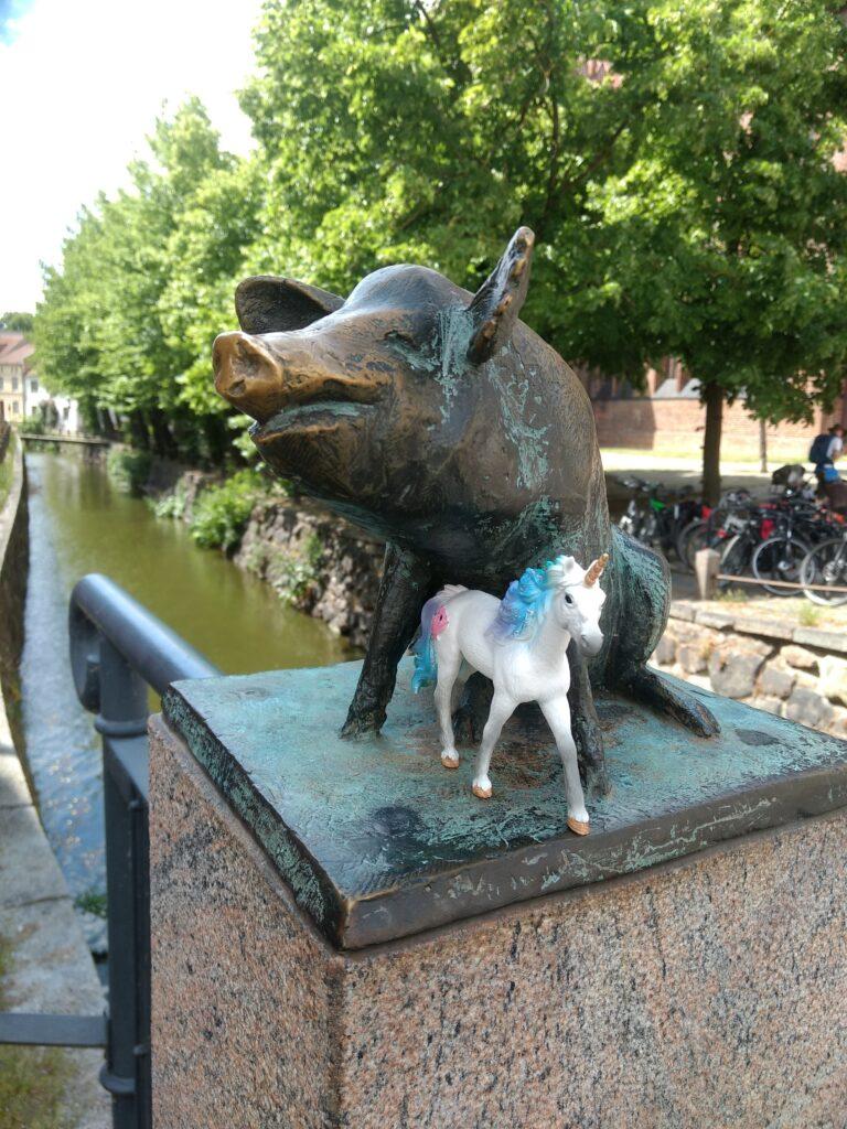Einhorn mit Schwein auf der Schweinsbrücke in Wismar